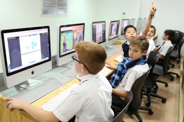 tecnologia-educativa-como-beneficia-a-tu-hijo-colegio-para-ninos