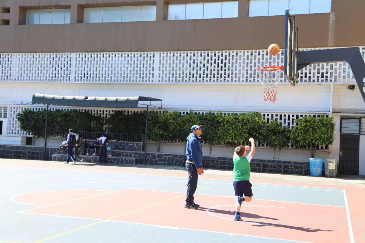 basquetbol-deportes-ideales-colegio-privado-para-ninos