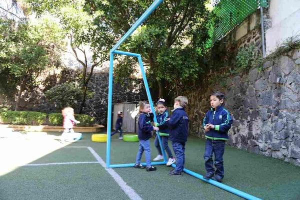ventajas-que-hijo-practique-futbol-desde-kinder
