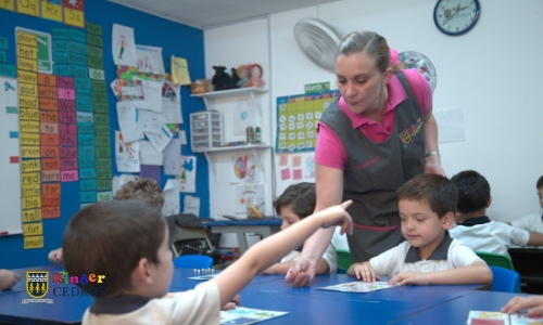 kinder-bilingue-ventajas-academicas-hijo