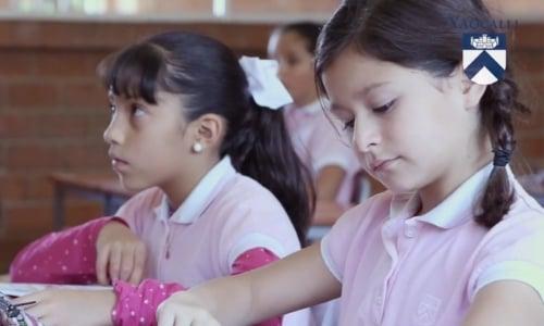 primaria-privada-para-ninas-beneficios-tocar-bateria